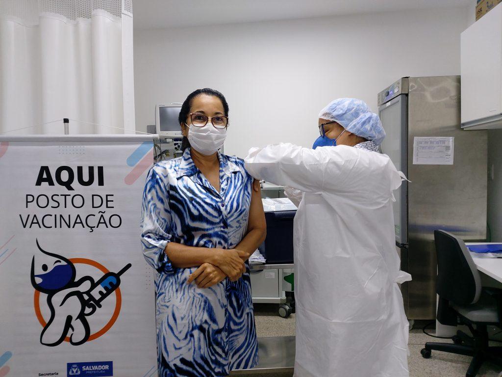 ICOM inicia a vacinação dos profissionais do hospital contra Covid-19